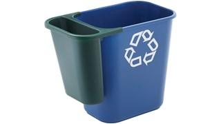Der seitlich ansteckbare Recycling-Behälter von Rubbermaid Commercial aus Polyethylen ist leicht und strapazierfähig. Er wird an mittelgroßen Abfallkörben befestigt und sorgt so direkt am Schreibtisch für eine einfache Mülltrennung.