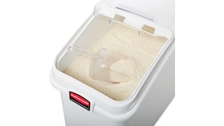 The Rubbermaid Commercial ProSave® Ingredient and Food Storage Mobile Bin is a bulk food storage container on wheels. With a slanted front, s Liding opening, and 0.94L scoop, these food storage containers make it easy to transport ingredients.