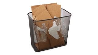 Cette poubelle Rubbermaid est peu encombrante et économique. Cette poubelle est en acier résistant au feu et à revêtement poudré finition noire.