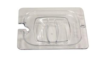 Gastronormbakdeksel met uitsparing, waardoor de lepel direct beschikbaar is, terwijl het voedsel afgedekt blijft.