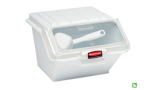 The Rubbermaid Commercial Shelf Ingredient Bin with Scoop offers quick one-handed access while stacked and an integrated measuring tool that increases preparation efficiency, space optimization, and promotes food safety compliance.