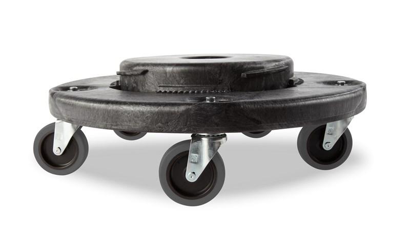 Le socle Rubbermaid BRUTE® assure une parfaite maniabilité lors de la collecte et du transport de charges lourdes.