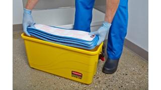 Ce seau de désinfection Rubbermaid HYGEN™ est idéal pour les établissements de soins car il est conçu pour éviter la sursaturation des franges de lavage en microfibre.