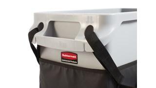 Die Slim Jim® Caddy-Tasche von Rubbermaid Commercial maximiert die Platzeffizienz durch die integrierte Aufbewahrung aller unterwegs benötigten Utensilien für die Reinigung und Müllsackaustausch.
