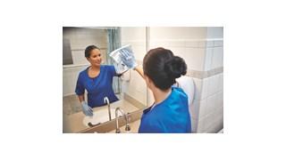 Les carrés Rubbermaid HYGEN™ avec bandes de frottage intégrées assurent l'élimination des débris durant le dépoussiérage et une meilleure absorption des liquides lors du lavage.