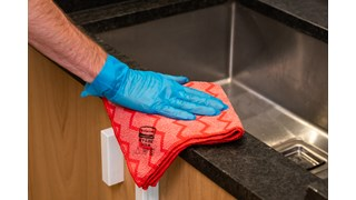 The Rubbermaid Commercial HYGEN™ cloths with built-in scrubbers deliver debris removal when dust cleaning and better liquid absorption for damp cleaning.