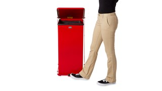 Der 4-eckige Defenders®-Tretabfallbehälter FGST24, 49 l, für Innenbereiche ist ideal für Krankenhäuser, Arztpraxen und andere medizinische Einrichtungen.