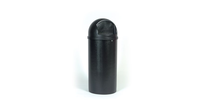 Die Marshal®-Classic-Abfalleimer von Rubbermaid Commercial mit Fixierbändern verfügen über einen gewölbten und texturierten Aufsatz.