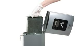 Metropolitan ist ein eleganter, komplett aus Metall gefertigter Standascher mit hohem Fassungsvermögen.