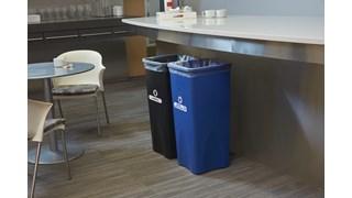 De Untouchable® vierkante containers van Rubbermaid Commercial zijn ruimtebesparend en zuinig.