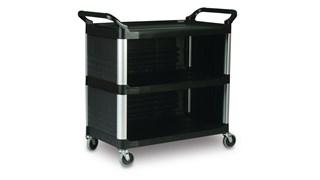 Le chariot utilitaire Rubbermaid Xtra est idéal pour servir à table ou à d'autres activités du même type.