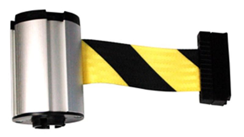 Ce ruban enrouleur permet de relier les cônes d'une barrière pour bloquer certaines zones.