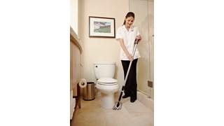 La frange désincrustante microfibre pour support flexible Rubbermaid HYGEN™ élimine les taches tenaces et les traces de savon des baignoires et des carrelages.