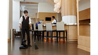 Le produit FG253200 Rubbermaid Lobby Pro® Executive Series™ est parfait pour les halls d'hôtel ou de restaurant et les salles de réception.