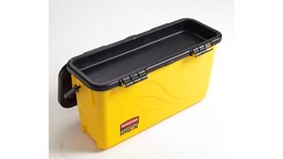 Le seau de désinfection Rubbermaid HYGEN™ Microfibre avec grille égouttoir est conçu pour humidifier les franges de façon optimale.