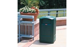 Le collecteur Rubbermaid LANDMARK® Junior est une poubelle contemporaine dotée d'une porte ergonomique qui permet de la vider facilement.
